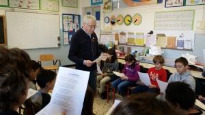 2. Il maestro Gianni ha inventato una canzone per ogni  racconto...