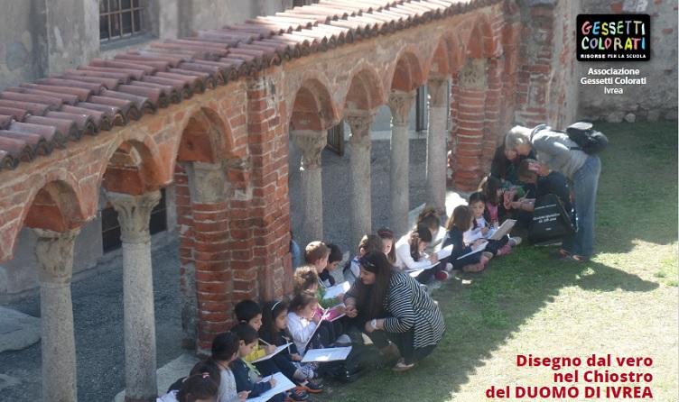 Bambini scuola infanzia di San Giovanni (Ivrea) nel Chiostro del Duomo